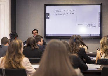 Descubre cómo es la profesión de abogado de la mano de EY, Deloitte y KPMG
