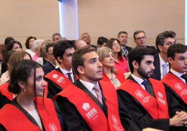 Acto de graduación de la 1ª promoción del doble título de Grado en Derecho y Máster en Abogacía Internacional